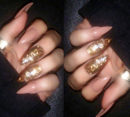 золотистый маникюр на острые ногти