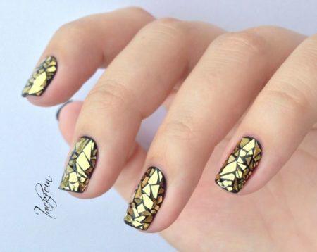 маникюр золотые осколки стекла