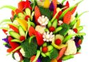 Праздничные колбасные, сырные, рыбные, фруктовые, овощные нарезки фото