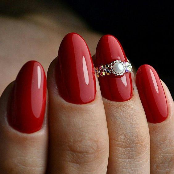 стильный дизайн ногтей с имитацией колец из страз