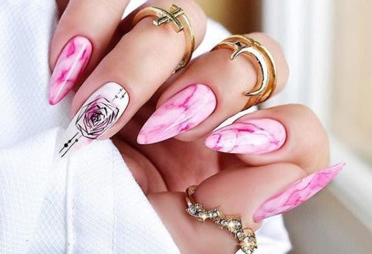 розовый дизайн ногтей мрамор