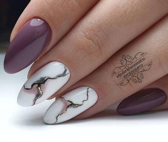 приглушенный оттенок на ногтях пастельные с мрамором ногти