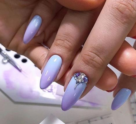 голубой сиреневый градиент ногти 2021