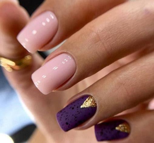 фиолетовый дизайн ногтей с лунками