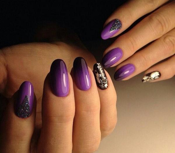 градиент фиолетового цвета гладкий глянцевый маникюр 2021
