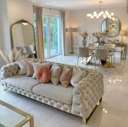 светлый интерьер гостиной с ковром фото диванов каретная стяжка