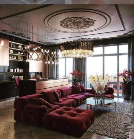 гостиная с бордовым диваном и нюдовым ковром